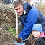 Олег и Таисья(Гайдара5) сажают ивушку - расти ива большая и красивая