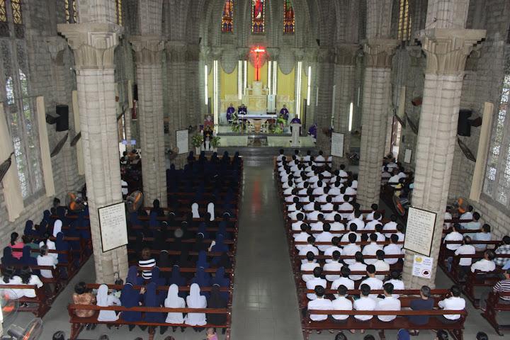 Thánh lễ giỗ lần thứ 13 Đức Hồng Y Tôi Tớ Chúa Phanxicô Xaviê Nguyễn Văn Thuận tại nhà thờ Chánh Tòa Nha Trang