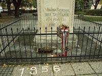 A Via Nova ICs emlékező gyertyái Somorja Fő terén.JPG