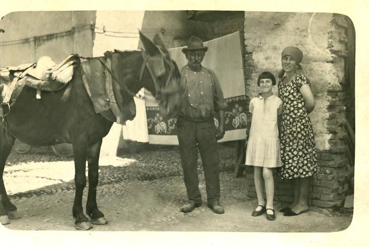 giovanni antonio fiandra (giuanei), rosalia fiandra (ruseta), luigina verri (vigina ricci), 1931 a casa in piazza