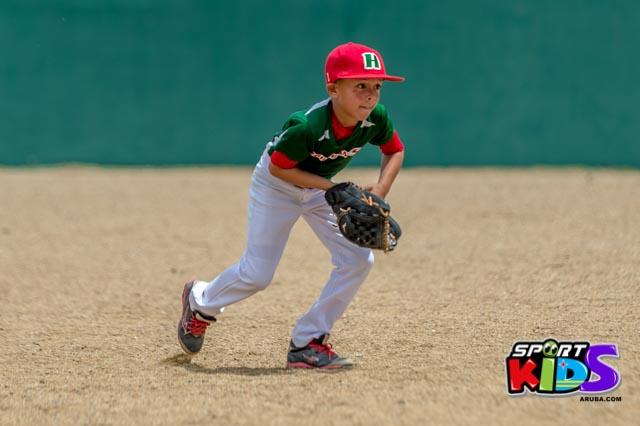 Juni 28, 2015. Baseball Kids 5-6 aña. Hurricans vs White Shark. 2-1. - basball%2BHurricanes%2Bvs%2BWhite%2BShark%2B2-1-49.jpg