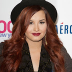 demi-lovato-long-curly-edgy-red.jpg