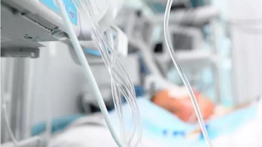 Un paciente de coronavirus en la UCI.