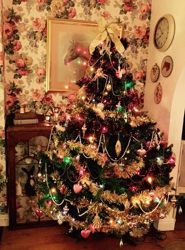 ShabbyChicSarah - Christmas Tree For Me