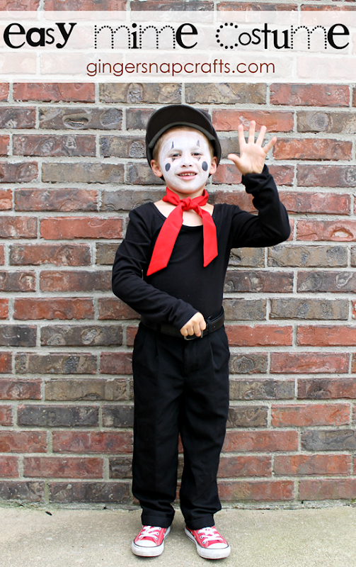 Easy Mime Costume from GingerSnapCrafts.com   #gingersnapcrafts #Halloween