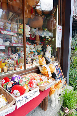 store in the Higashiyama District that had lots of cat but also other cute animal trinkets