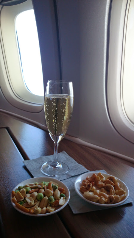 DSC 2913 - REVIEW - Cathay Pacific : First Class - Hong Kong to Tokyo (B747)