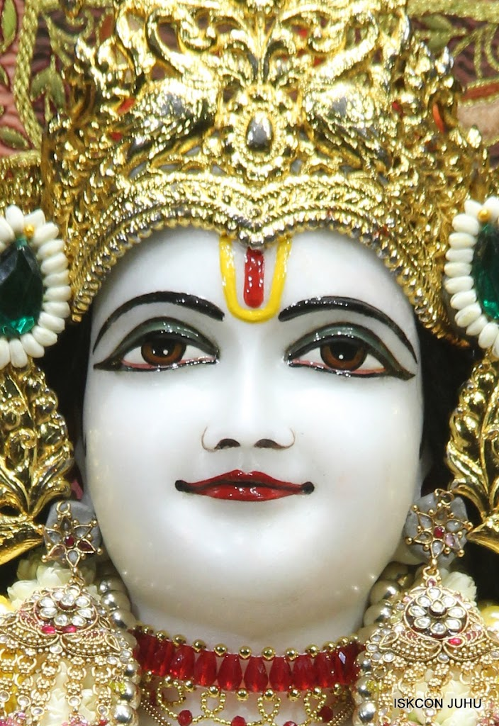 ISKCON Juhu Sringar Deity Darshan on 30th May 2016 (25)