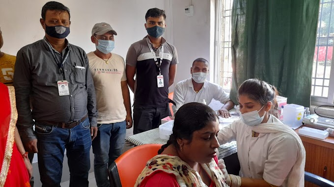 जिले के सभी रेलवे स्टेशनों पर कोविड जाँच के साथ हो रहा है टीकाकरण
