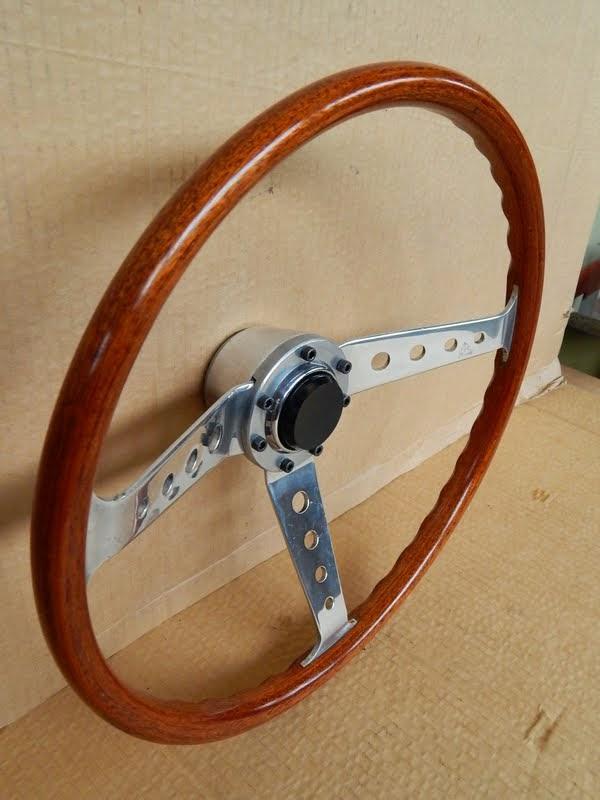 Volante sportivo in legno alluminio originale ranieri per for Fenetre volante