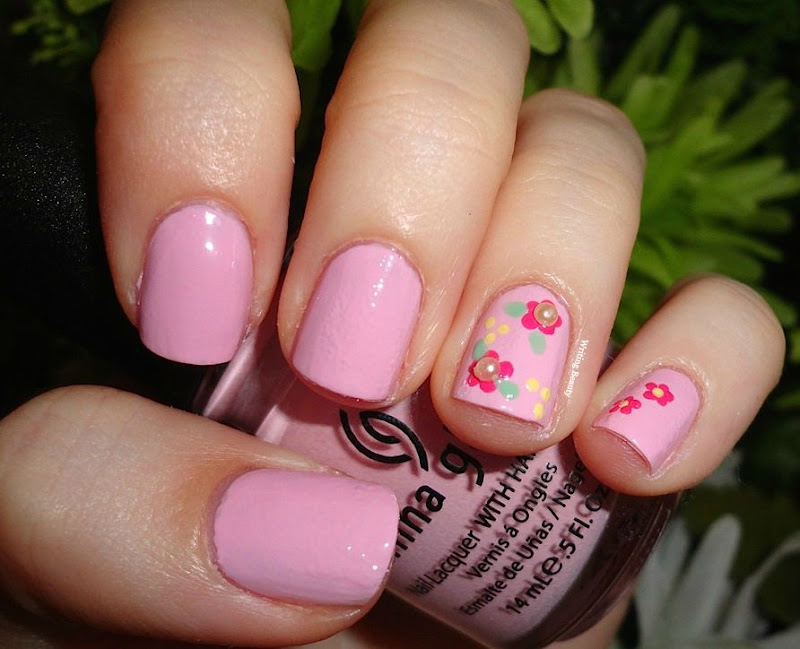 Flowers and Pearls Nail Look 1