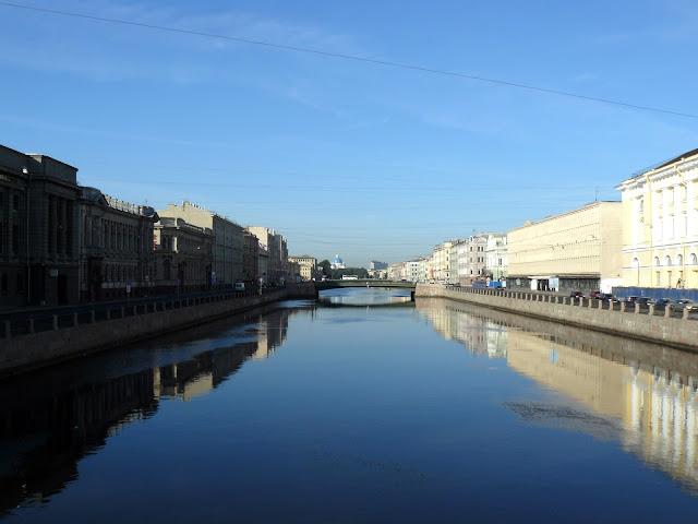 Battello sui canali di San Pietroburgo