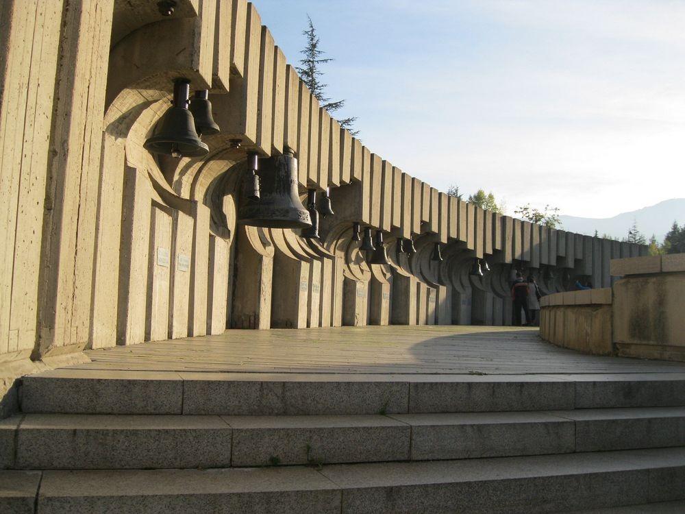 bells-monument-1