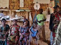 Důležitou součástí naší práce v DR Kongo je boj s podvýživou. Klíčové je období prvních několika let života. Zaměřujeme se proto zejména na malé děti do pěti let a těhotné ženy - budoucí matky, jejichž znalosti a možnosti jsou pro vývin dětí jako všude na