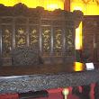 50 prekrásne kusy vyrezávaného dreveného nábytku pochádzajú zo zakázaného mesta a patrili čínskej cisárskej rodine.JPG