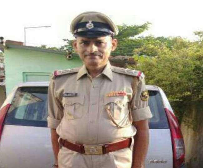 पटना के दानापुर में अनियंत्रित कार पेड़ से टकराई, छपरा निवासी दारोगा की मौत