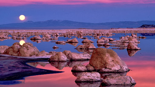 Moonrise at Mono Lake, California.jpg