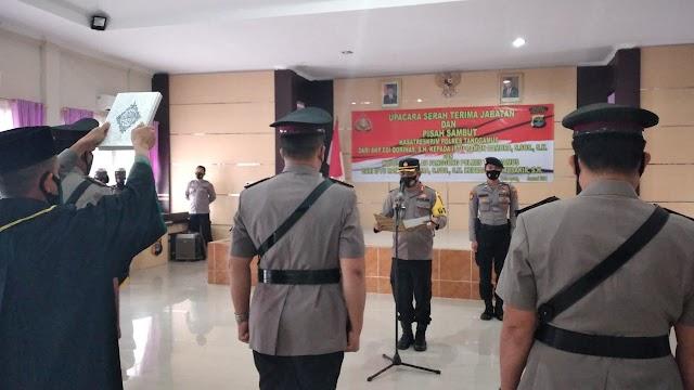 Kasatreskrim Polres Tanggamus dan Kapolsek Pulau Panggung Diserahterimakan