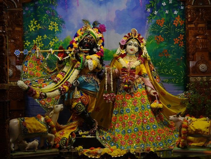 ISKCON Nigdi Deity Darshan 18 Dec 2015 (5)