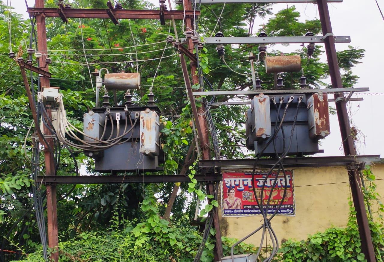 समस्तीपुर बिजली विभाग को भी किसी की मौत का इंतजार, ट्रांसफार्मर को घेरे हुए पौधे- सुरेन्द्र।