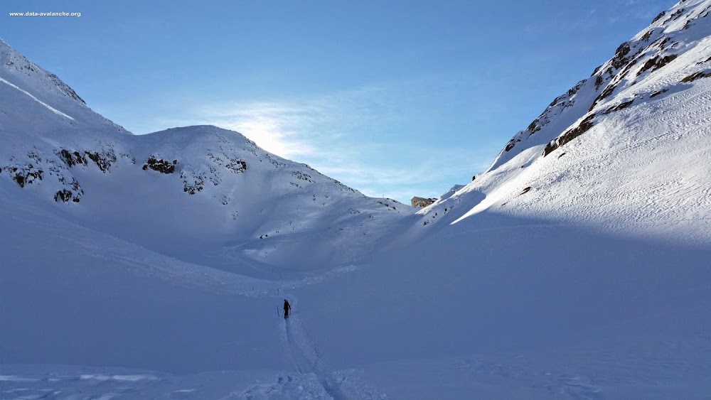 """Avalanche Valais, secteur Col du Grand Saint Bernard, zone de la """"Combe des Morts"""", sur l'itinéraire qui conduit à l'Hospice du Grand-Saint-Bernard. - Photo 1"""