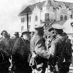 Wkroczenie wojsk rosyjskich do Lwowa. Prezydent miasta wita na rogatce łyczakowskiej rosyjskiego generała.1914.jpg