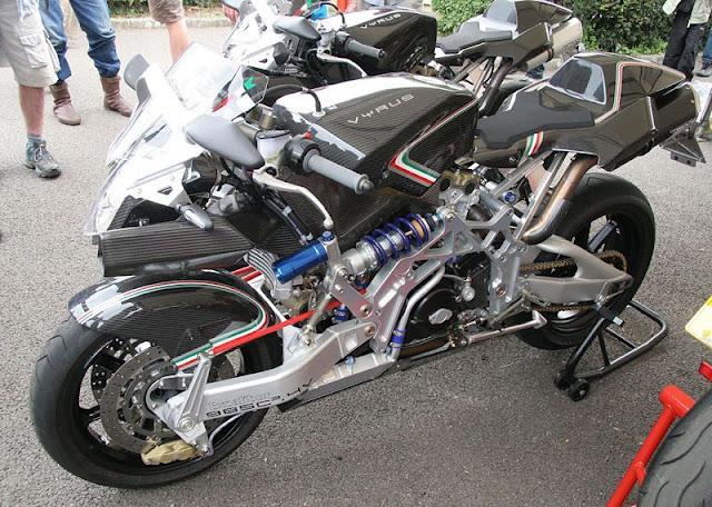 A moto do Tom Cruise 800px-Vyrus_985_C3_4V