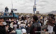 Sheikh Abdullah Saatar (الشيخ عبدالله صعتر) of the Islah party gives the sermon. For all the money they are putting into organizing these events, you'd think that they'd get a better looking truck. Friday prayer on 60 Meter Rd, Sana'a, Yemen جمعة الوفاء لأبين  في شارع الستين بصنعاء
