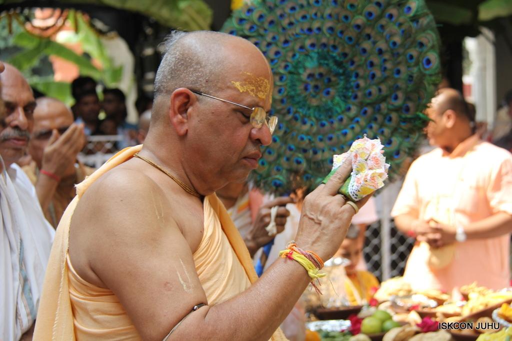 Govardhan Annakut Darshan  At ISKCON Juhu on 31st Oct 2016 (8)