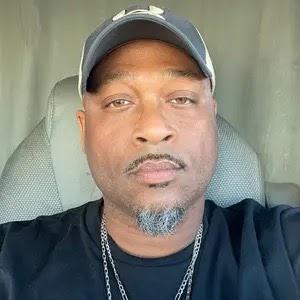 user Kenneth Moore apkdeer profile image