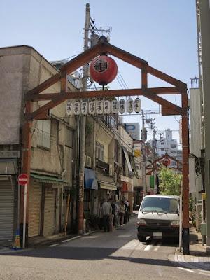 横浜野毛の飲み屋街の入口にあるセンターグリル
