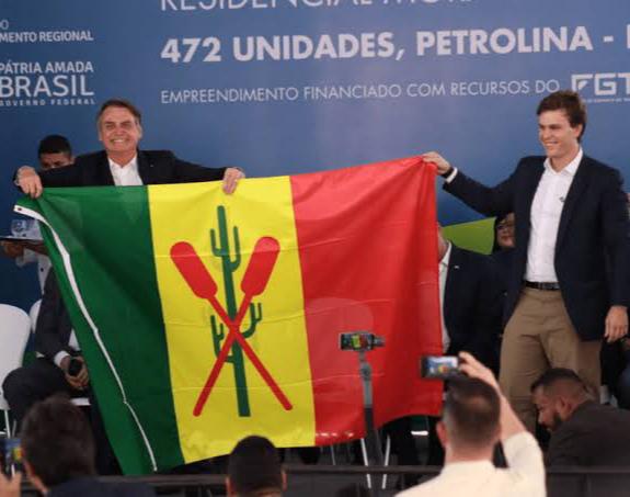 Vereadores de Petrolina-PE nomeiam Bolsonaro como cidadão Petrolinense; foram 18 votos favoráveis e 3 contrários