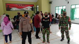 Sertu Rudi Koswara Pastikan Penyaluran BST Tetap Patuhi Protokol Kesehatan Covid - 19