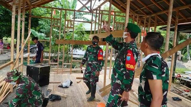 Wujud Pengabdian TNI, Kodim 1011 Bedah Rumah Warga Prasejahtera