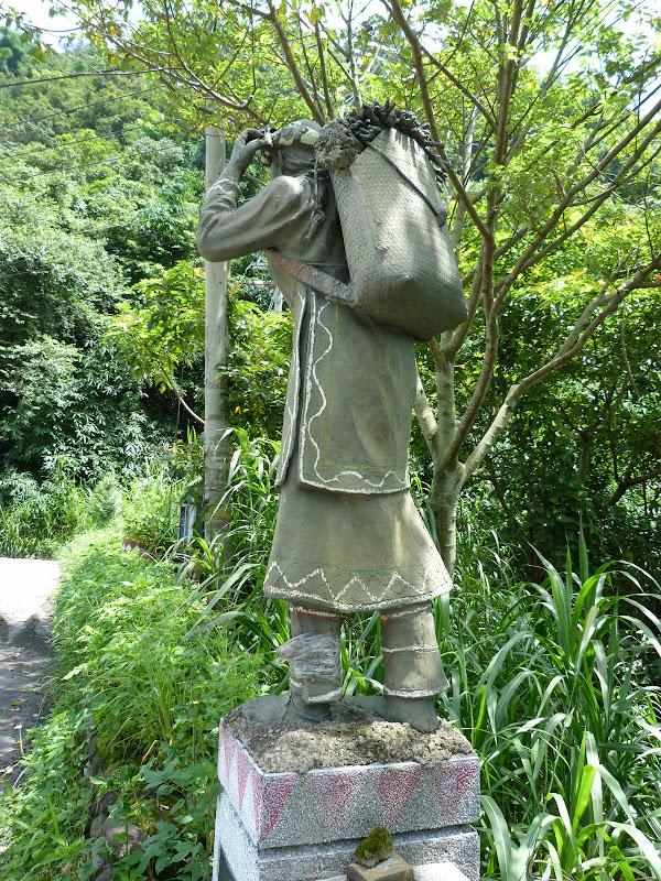 Puli  en passant , entre autres, par les villages de l ethnie Bunum de Loloko et Dili. J 10 - P1160836.JPG