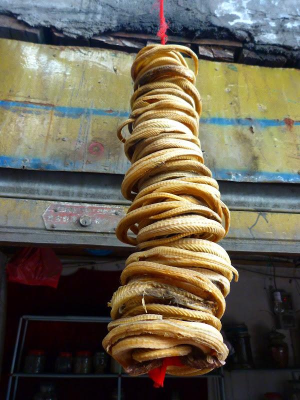 XINJIANG. Urumqi, Grand Bazar, 8 avril - P1270274.JPG