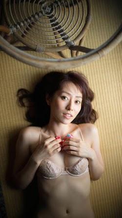 Tani Momoko 谷桃子