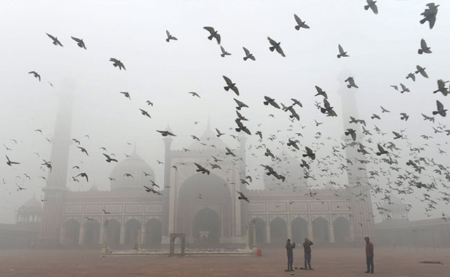 The Jama Masjid in Delhi is shrouded in smog on 1 January 2018. Photo: PTI