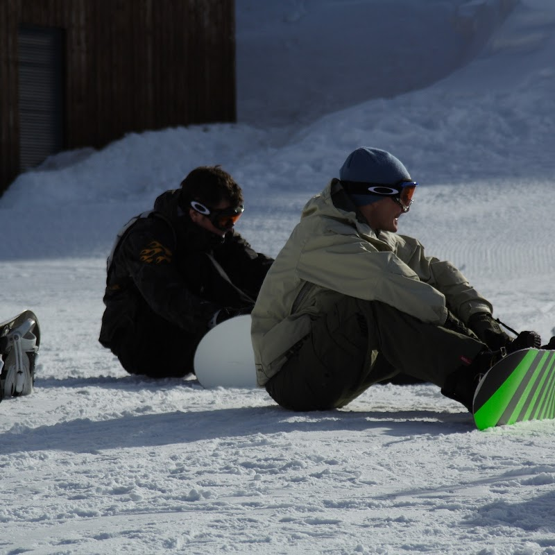 Meribel_56 Boarders Getting Ready.jpg