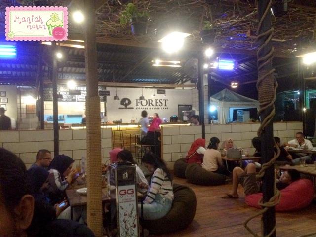 maniak-makan-forest-coffee-and-food-camp-parung-bingung-depok-lesehan-bean-bag