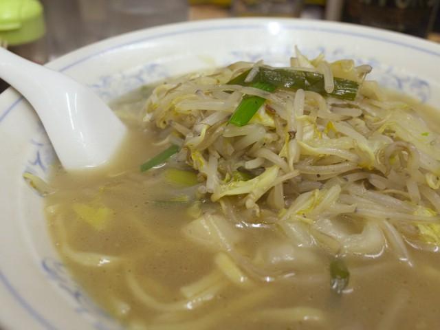 タンメンのスープと野菜の全体像
