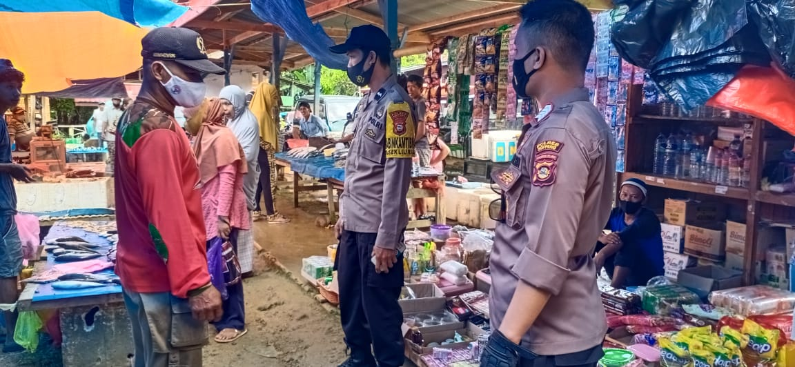Pemerintah Kabupaten Soppeng Lakukan Pasar Serentak pada H- 1, Polres Soppeng Laksanakan Pengamanan
