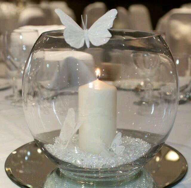 Crea bellos centros de mesa con espejos y peceras de cristal
