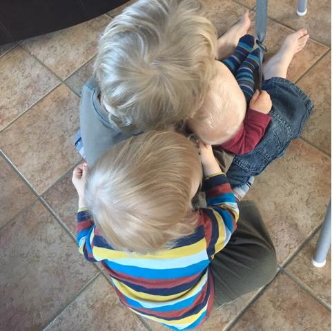 Kinder kuscheln