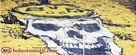 banner fans suporter sepak bola dortmund