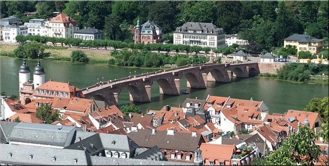 El viejo puente de Heidelberg visto desde las ruinas de la fortaleza