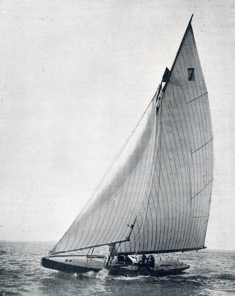 El yate CARITA. Revista El Mundo Naval Ilustrado. Año 1902.JPG