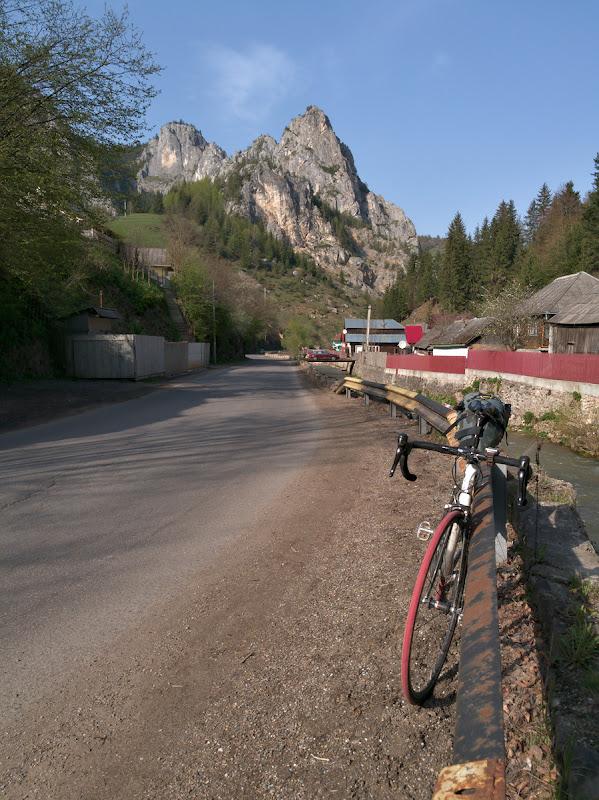 Inapoi in munti, intrarea in Cheile Bicazului.