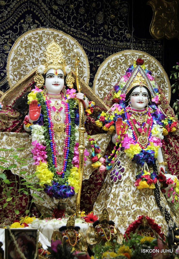 ISKCON Juhu Sringar Deity Darshan on 25th August 2016 (42)
