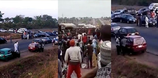 Abuja-Kaduna Highway: Half-N@ked Women And Youth Block Road To Protest Over Banditry (VIDEO)